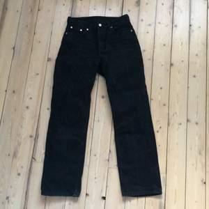 Voyage jeans köpt på weekday. Urtvättade men bra skick, litet hål på högra fickan bak. Köparen står för eventuell frakt. 🌸