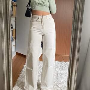 (Lägger ut igen pga oseriös köpare). Säljer dessa fina jeans från Gina! Knappt använda:) är 166 cm & dessa är i perfekt längd💖✨