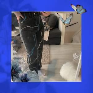 Jätte snygga jeans hör från Plick!💕 Som inte kommer till användning!💗 Använt 1 gång men är inte min stil💞 Frakt tillkommer❤️