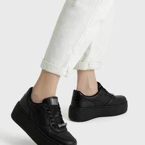 Ha ett par Bershka skor som stått i garderoben sen i somras. Endast använda 1-2gånger.