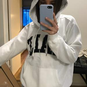 Superfin och skön hoodie från h&m, säljer då den inte kommer till användning längre