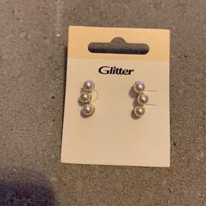 Helt nya örhängen. FRI FRAKT!!