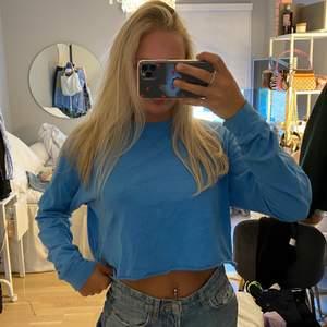 Blå tröja storlek s från Bikbok 💙