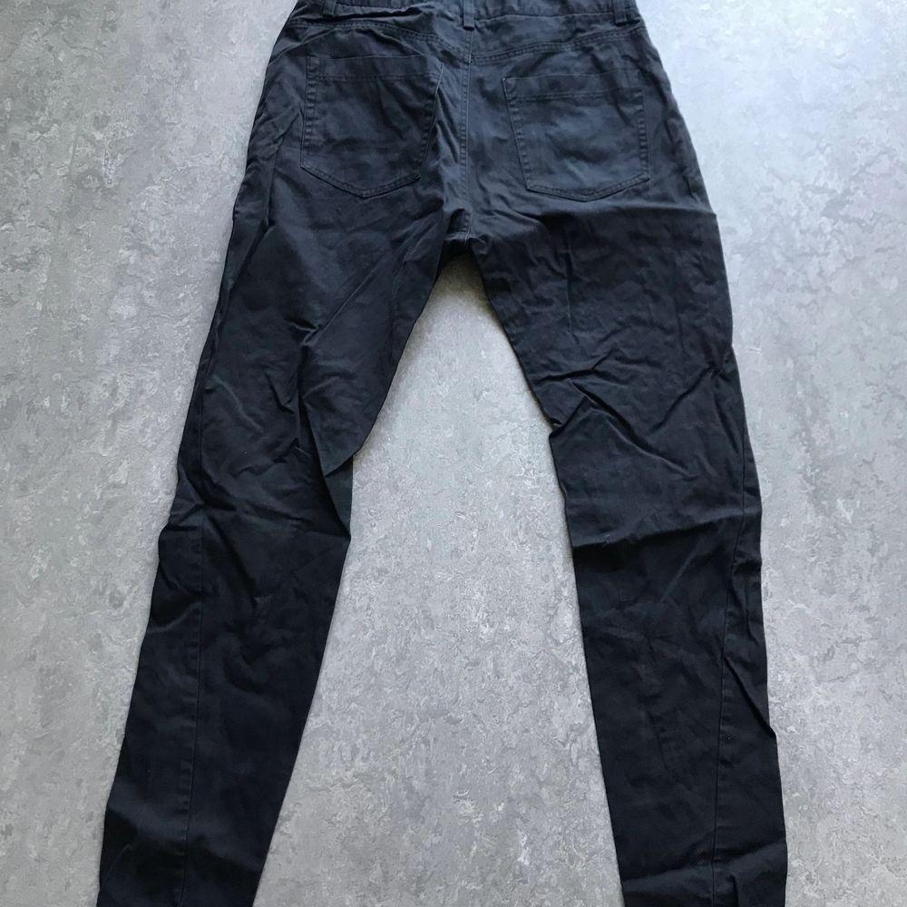 Svarta jeans /nästan chinos. Inga hål hela.. Jeans & Byxor.