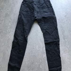Svarta jeans /nästan chinos. Inga hål hela.