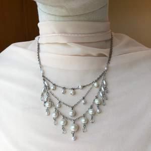 Storrensar mina smycken, kolla in i profilen och hitta sjukt snygga & trendiga smycken, ALLT läggs ut för 30kr så fyndaaa!