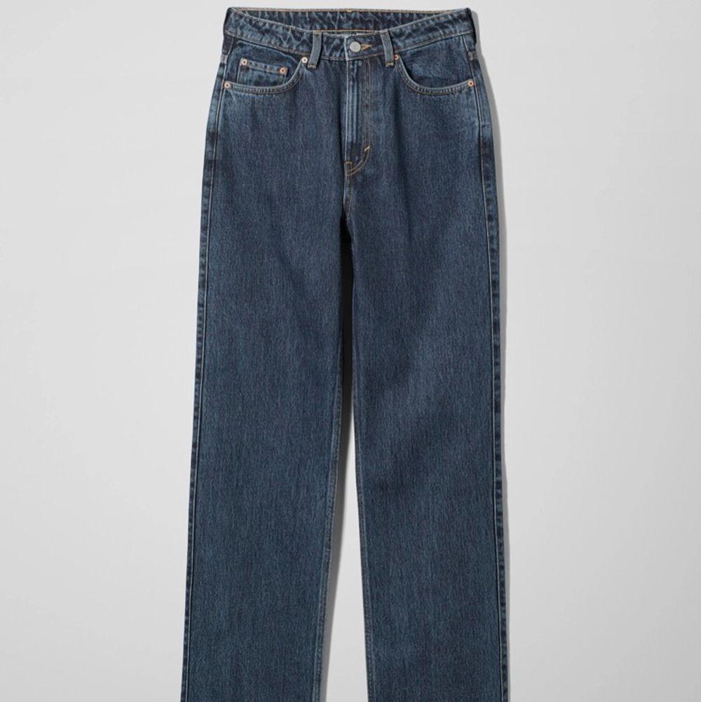 Mina älskade mörkblå weekday jeans, rowe modellen.. Jeans & Byxor.