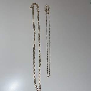 Jätte fina guldkedjor en lite kortare och en längre. Jag står för frakt och pris kan diskuteras💕 (inte äkta guld)
