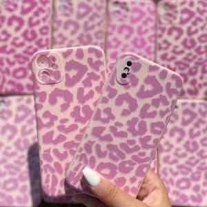 Pink/purple leopard case💜🐆   Vi har följande Iphoneskal i lager:  Iphone 12,12 PRO, 11 PRO MAX, 11 PRO, 11, XS Max, XS, XR,7/8 plus, 7/8,  Pris: 119kr  Fri frakt 📦