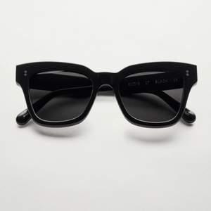 Helt nya Chimi Eyewear glasögon i färgen 07 Black, endast testade! Vid intresse eller frågor är det bara att skicka iväg ett meddelande till mig! Betalning sker via Swish och kom ihåg att du som köpare står för den tillkommande fraktkostnaden🤎⚡️