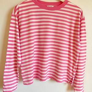 Långärmad tröja från Monki, storlek XS/S använd vid ett tillfälle💕 kan mötas annars står köparen för frakt💕