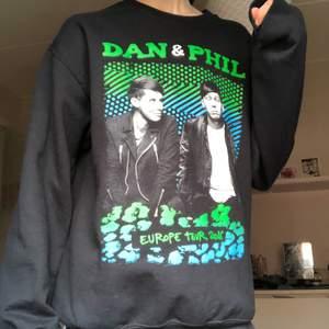 dan & phil tröja köpt på deras tatinof tour 2016, använd endast ett fåtal ggr 💓 300 kr + frakt!