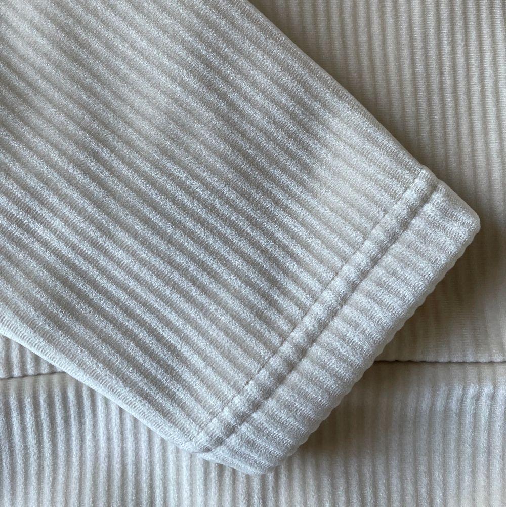 (Första bilden är lånad) Supermysig hoodie från Opus. Använd en gång och materialet är sååå mjukt. Lite tyngre hoodie och manchester liknande struktur, inköpt för 600kr. Säljer för 200kr. Har vanligtvis 36/S och modellen på första bilden lika så, normal i storleken, är 174 cm. (frakten är ej inräknad men pris går att diskutera)🤍😇😍. Huvtröjor & Träningströjor.