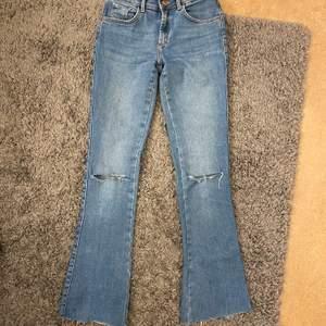 Bootcut jeans, storlek XS. Säljer dom för 100kr eller buda i kommentarerna!🦋