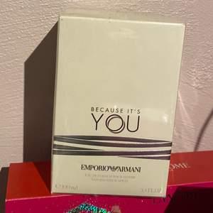 Helt ny parfym 100 ml, fortfarande i plast. Because Its You av Giorgio Armani. Frakt 66kr. Den är köpt från Åhléns!