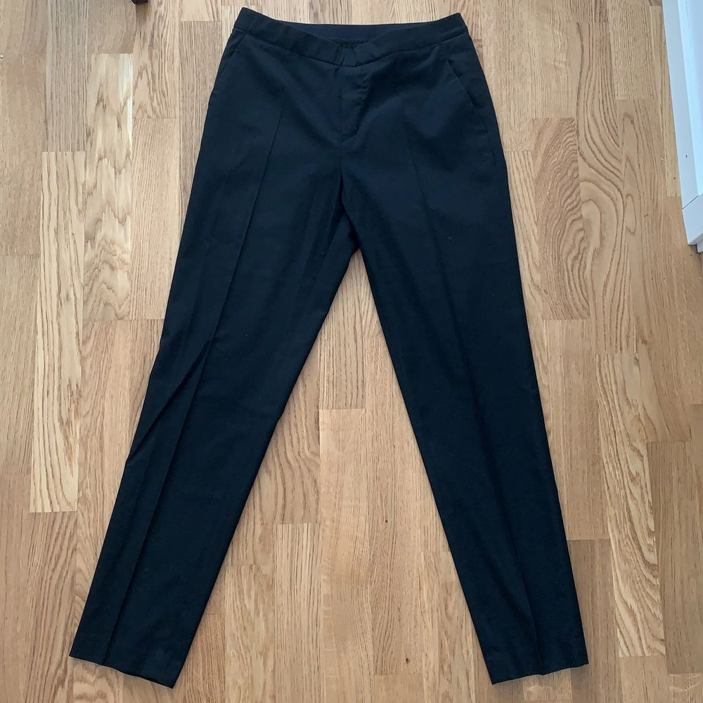Elastic waist, super comfortable for professional or smart casual look. . Jeans & Byxor.