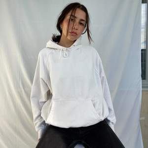 Hi, I'm selling this white oversized hoodie from H&M in a size medium. It would definitely fit a large as well it depends on how tight or oversized you want it. it is in perfect condition and I added a little string at the bottom of the hoodie so you can adjust the length and pull the string in the waist for a more aesthetic look.