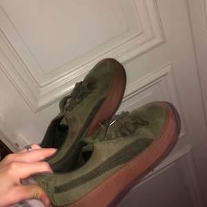 Superfina Puma skor i mycket fint skick, inte använt dessa på ca 3 år så de är super fräscha! Buda nedan!!