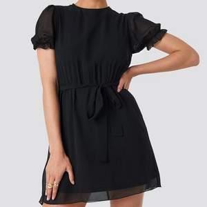 Så snygg och helt slutsåld klänning från NAKD. Perfekt till sommaren 😍 strl 40 men är liten i strl, så skulle säga att den är som en 36:a❤️ frakt står köparen för 🚚