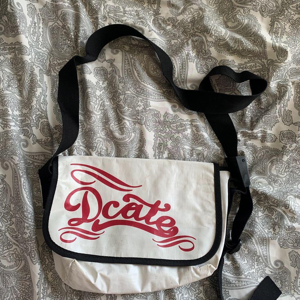 Säljer den för att har inte användning av den längre 🥰 kan mötas upp i stklm men även kanske frakta . Väskor.