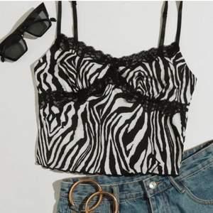 Säljer ett jätte snyggt zebra linne som inte kommer till användning❤️🔥 Har använt 1-2 gånger❤️ frakt tillkommer😍