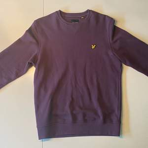 En nästintill ny tröja från Lyle & Scott. I storlek S och nypris för ca 600 kr. Hör av er vid frågor eller funderingar