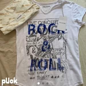 Säljer denna helt oanvända Zadig tshirt pga att den var liteeee för liten! BUDA I KOMMENTARERNA. Köp direkt 700kr