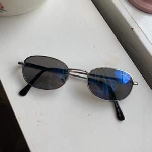 super snygga solbrillor från secondhand 💕😋 frakt 28 kr