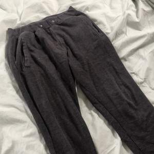 Jätte coola gråa Zara sweatpants I storlek M. Unisex och passar till allt. Köparen står för frakten!