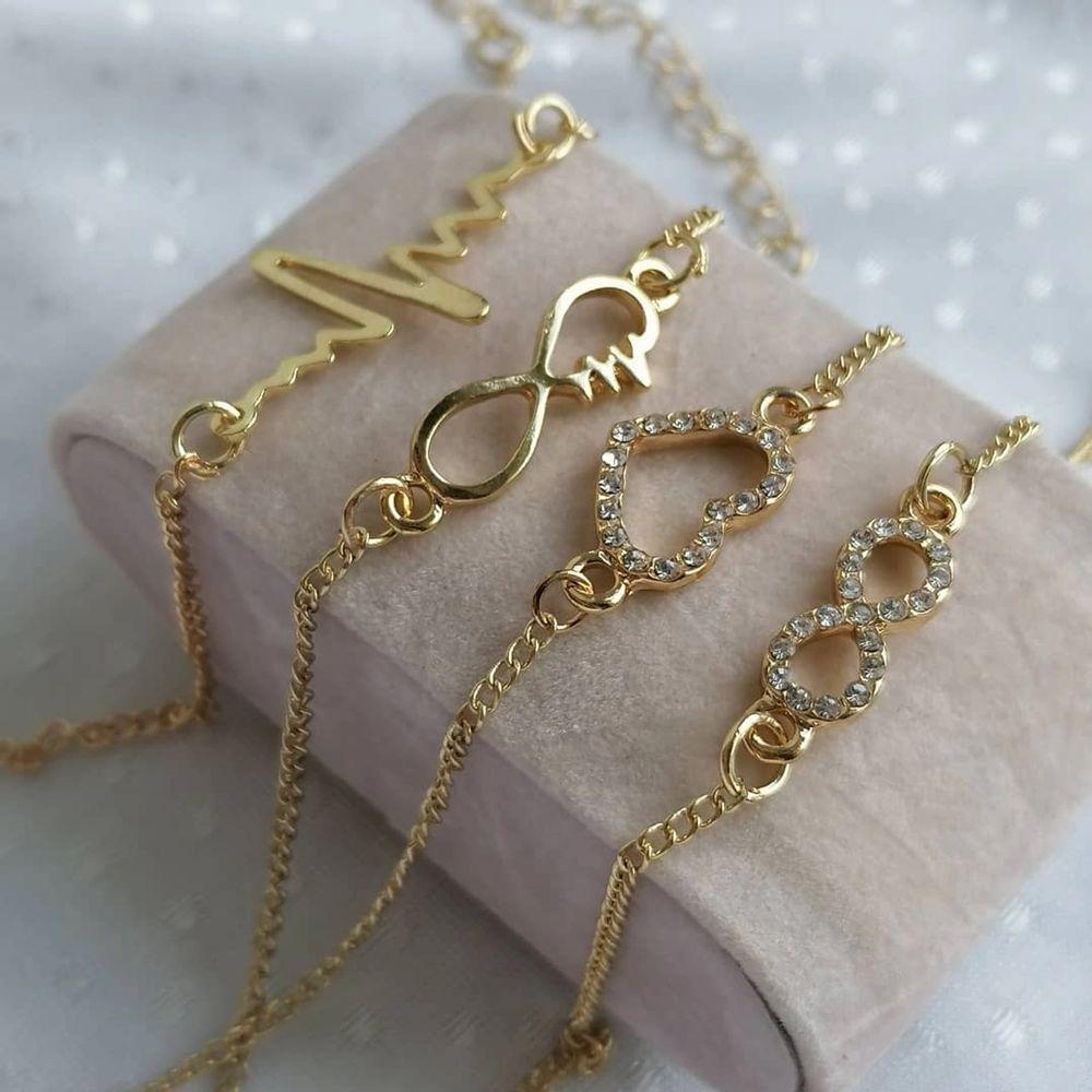 Den tredje armbandet i första bilden är såld 🦋 För mer information kom till dms 💕 Helt ny, jag säljer många smycken på min Instagram mochitufo... Ni kan köpa här i från eller från Instagram, bara kontakta mig vid intresse 💚  . Accessoarer.