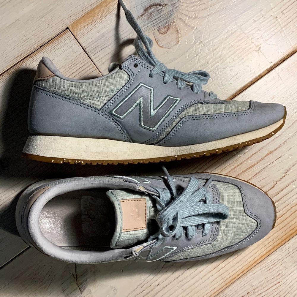 Jättefina sneakers ifrån new balance 🤎, knappt använda. Reflex på sidan 💖💖. Skor.