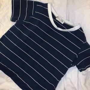 Säljer denna söta randiga tröjan, köpt utomlands!