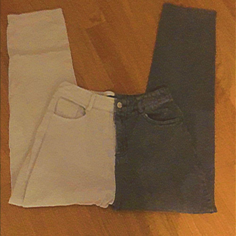 Super söta svart vita byxor som inte är min stil längre 66 kr kostar frakten . Jeans & Byxor.