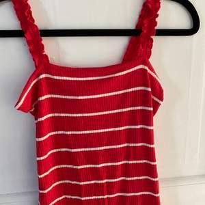 Ett randigt linne från new yorker som använts Max 2 gånger, nyskick💗 frakt betalas av köparen