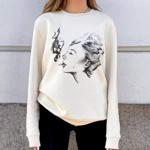 Hej! Jag och några andra tjejer har precis lanserat vårt UF (@staysensum.uf på instagram). Denna snygga sweatshirt finns i storlekar S-XL! Skriv till mig här eller på vår instagram om ni är intresserade!!