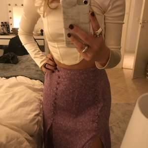 Så fin sommar / vår kjol långed två slitz fram till endast använd fåtal ggr och inga defekter