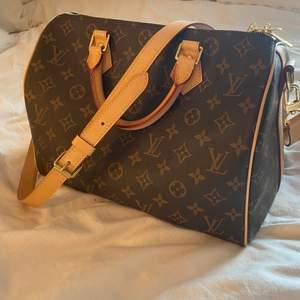 Jättefin Louis Vuitton väska som tyvärr inte kommer till användning, skriv privat för fler bilder eller frågor, köparen står för frakten.
