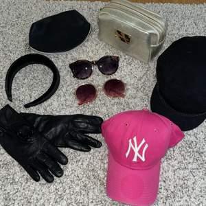 Keps x2, solglajjor x2, nessesär x2, sammets diadem o handskar!!!! Blandade accessoarer, 80kr/st , 2st saker 100kr