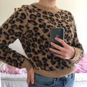 leopard- tjocktröja från H&M,
