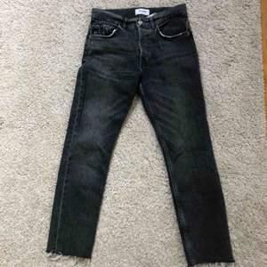 Ett par gråa jeans från ZARA i storlek 36💕💕