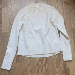 Beige stickad polo tröja från HM, Storlek Xs