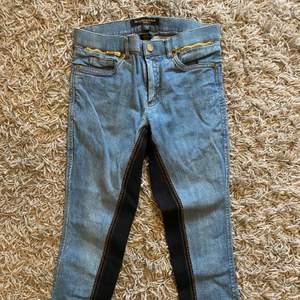 Helskodda ridbyxor från JH i jeansmodell, mjuka och sköna, nyskick, storlek 150, 300 kr + frakt