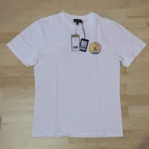 Brand new Vacay tshirt som jag köpt i AFound för 349. Den är aldrig använd.