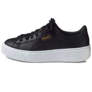 Svarta Puma basket platform sneakers. Anända men bra skick