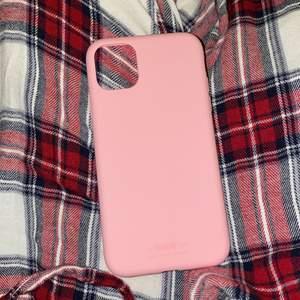 Säljer detta skal pga jag köpte i fel modell, eftersom jag har iPhone 11 pro Max. Men den passar till en iPhone 11 Pro!!💕