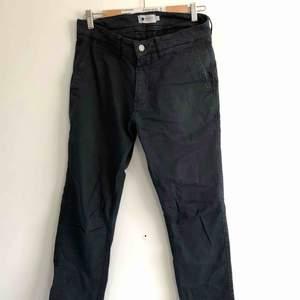 Mörka byxor 👻 kan mötas upp i Jönköping annars står köparen för frakten