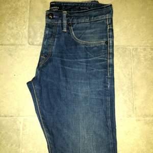 scotch and soda amsterdam blauw jeans. Har använts ende men är i fint skick. Ett par riktiga kvalitets jeans med riktigt fina detaljer. STOELEK 32/34. 50sek plus frakt.