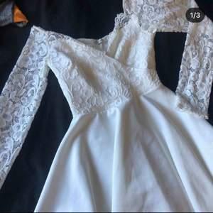 Fin klänning att ha på t.ex skolavslutning. Använd 1 gång.  Priset går att diskutera