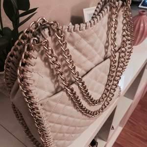 Tiamo väska  Använd 1 gång  Nypris 599kr