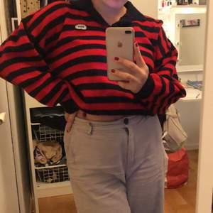 Ascool tröja som är i väldigt bra skick! Knappt använts sedan jag köpte den den har bara hängt i min garderob, så tänkte att denna kunde hitta ett nytt hem!💞 Frakt ingår ej.